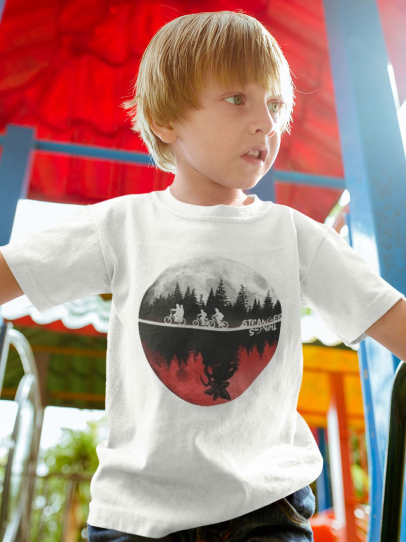 camiseta de stranger things mundos paralelos nino