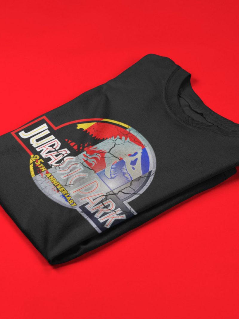camiseta jurassic park 25 aniversario doblada negra