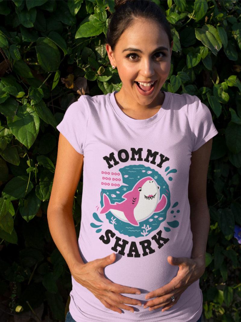 camiseta dia de la madre mummy shark en rosa entallada