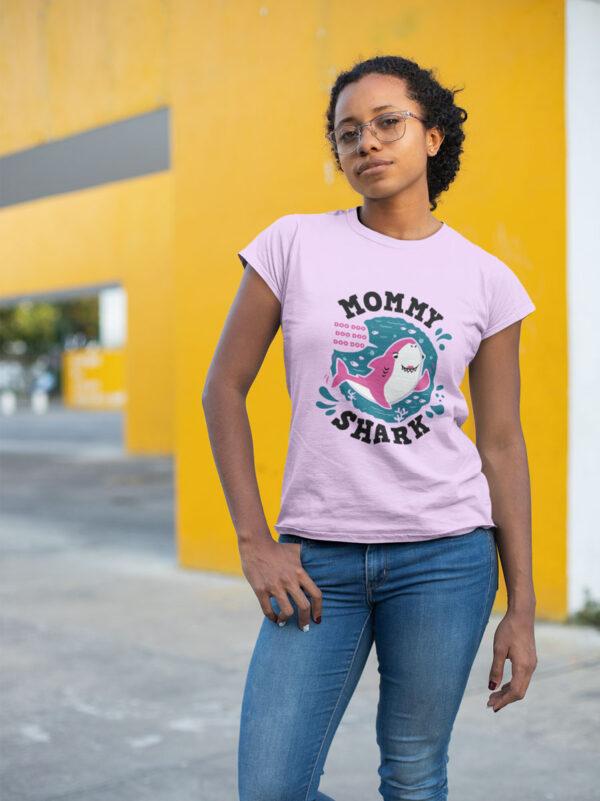 camiseta dia de la madre mummy shark en rosa