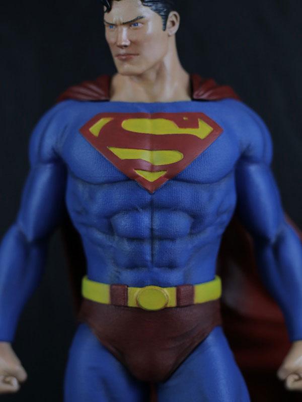 figura de resina de superman